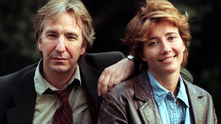 """С Ема Томпсън участват общо в три продукции заедно. Тук виждаме кадър от """"Целувката на Юда"""" през 1998 г. Години по-късно се наслаждаваме на екранната двойка в """"Наистина любов""""."""