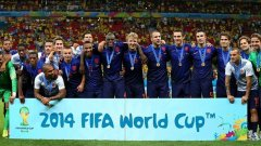 Холандците позират за обща снимка, след като спечелиха третото място на световното първенство в Бразилия