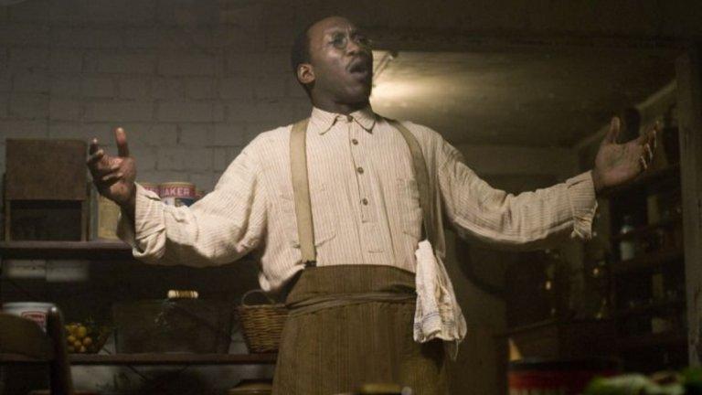 """The Curious Case of Benjamin Button / """"Странният случай на Бенджамин Бътън"""" (2008)   В едва втората си роля на голям екран той участва във фантастичната драма на Дейвид Финчър. Али играе мъжа, който открива изоставеното бебе Бенджамин."""