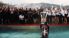 Марк Уебър спечели втора поредна победа за седмица и поведе в класирането за световния шампионат във Формула 1
