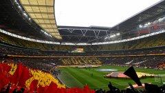 Феновете на двата отбора създадоха великолепна атмосфера.