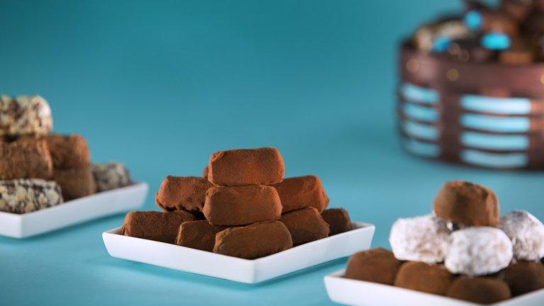 Сега е моментът да се насладите на колекцията с вкусни Трюфели от Брюксел… Трюфел с какао от Сао Томе, с какао от Еквадор, Виетнам, Венецуела или Уганда, всяка хапка е покана за пътешествие!