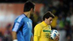Герой и грешник - парагвайският вратар Хусто Вияр и бразилският халф Елано, който не уцели вратата от бялата точка