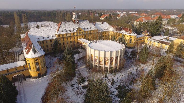Той е бил военна база на кайзер Вилхелм II, на нацистите и на съветските войски