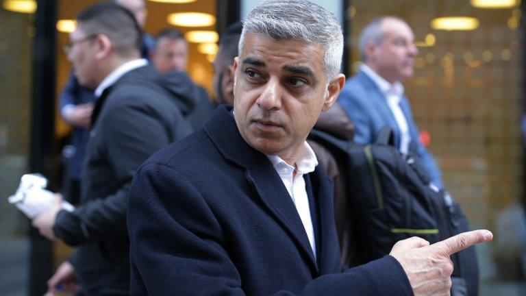 Кметът на Лондон призова елитните футболисти да се откажат от заплатите си