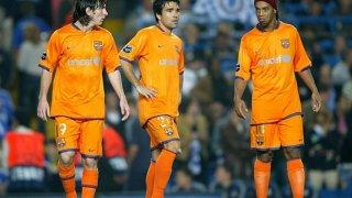 Деко замина за Челси, а Роналдиньо бе продаден в Милан, за да бъде предпазен Меси