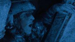 """The Day after Tomorrow / След утрешния ден (2004) - Промените в климата може и да са измислица за някои президенти, но всяка година ставаме свидетели на брутални температурни амплитуди - от 30 градуса отиваме на 5, после пак на 30 и то в рамките на дни. В """"След утрешния ден"""" Роланд Емерих пак се вихри с любимата си тема. Тук в основата на бедствието е промяна в климата, която води до създаването на супербури. Те ни пращат в нова ледена епоха, като отново Лос Анджелис го отнася (да ти се връща, Холивуд!)."""