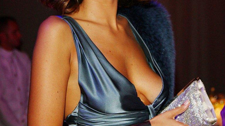 """Катерина Баливо  В Италия новините напоследък са предимно тревожни. С такава водеща обаче би било много по-лесно да се понесат.   Баливо става известна първо с участието си в """"Мис Италия"""" през 1999 г., където взима третото място. От 2000 г. работи за италианската телевизия RAI като водещ, после дебютира като актриса, но бързо се връща към основното си занимание. Така от 2012 г. е журналист на свободна практика."""