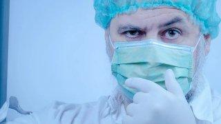 От обиди и ритане на линейки до хора, които са болни, но отказват да спазват мерките