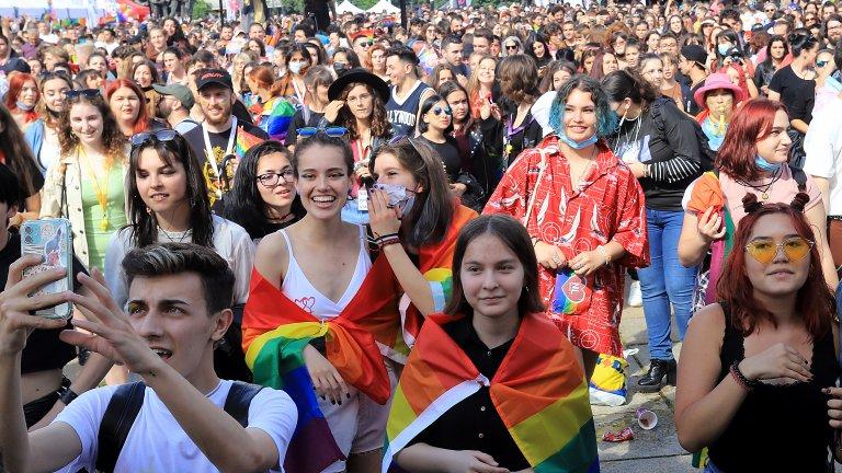 Няколко хиляди души се събраха пред паметника на Съветската армия за София прайд 2021