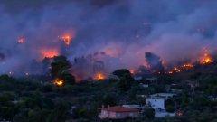 Страната се бори с най-страшните пожари от десетилетие насам