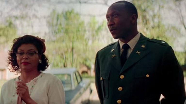 Hidden Figures (2016) - В тази биографична драма отново е в ролята на военен, който започва връзка с главната героиня - математичката Катрин Джонсън.
