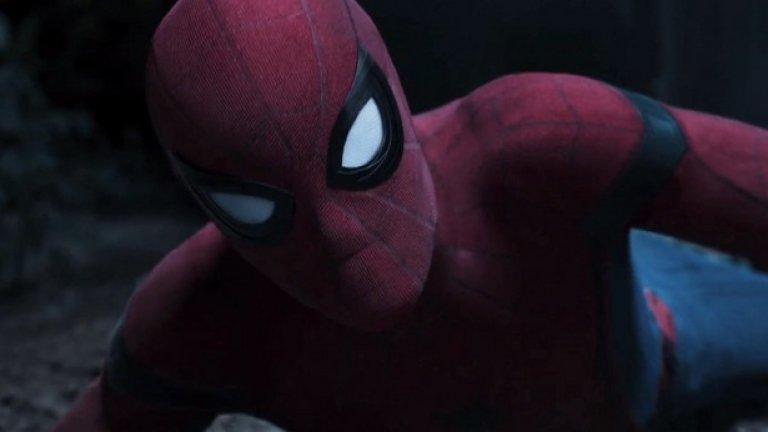 """""""Спайдърмен: Завръщането"""" / Spider-Man: Homecoming (7 юли)   Човекът-паяк се завръща, този път в лицето на 20-годишния Том Холанд, а компания му правят утвърдени имена като Робърт Дауни-джуниър, Майкъл Кийтън и др. Режисьор на новата лента от поредицата на Marvel е Джон Уотс, който стоеше зад трилъра с Кевин Бейкън """"Cop Car""""."""