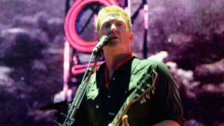 Queens of the Stone Age яхнаха вълната