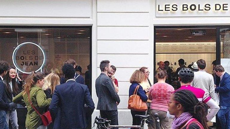 Така изглежда опашката пред втория ресторант на Амбер в Париж - Les bols de Jean