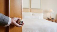 Предлаганите промени на второ четене в Закона за държавния бюджет за 2020 г. касаят свободното краткосрочно предлагане на стаи и апартаменти за гости, които не са изрично сертифицирани като места за настаняване според Закона за туризма, в платформи като Booking.com, Airbnb, Expedia, Facebook и т.н.