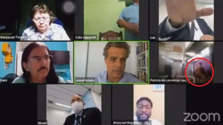 Излизайте от видеоконферентните разговори навреме, за да не се превърнете в тази двойка от Рио де Жанейро