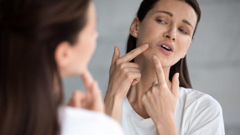 Кожата на лицето е нежна, а продължителното ѝ излагане на влажна среда, развиваща бактерии, не ѝ се отразява особено добре