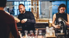 Градските милениали преосмислят мястото на алкохола в живота си