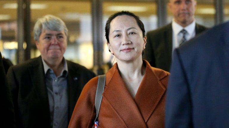 Часове по-късно Китай освободи двама канадски граждани