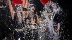"""И Kiss поеха предизвикателството на """"ледената кофа"""" в името на борбата с амиотрофичната латерална склероза"""