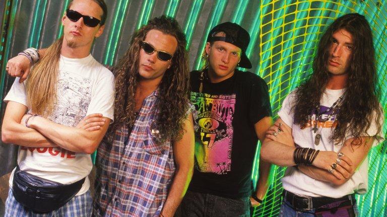 Alice In Chains - I Stay Away Други легенди на грънджа също така изпълняват предписанията за социална изолация, в типичния за стила мрачен, леко депресарски дух.