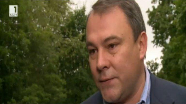 """От БНТ му пожелават, ако влезе в Думата, да води доброжелателна политика към България.  """"Разбира се, просто ще я купим цялата! Половината от крайбрежието вече купихме"""", казва руският депутат."""
