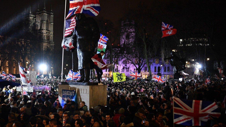 И докато в Лондон някои празнуваха...