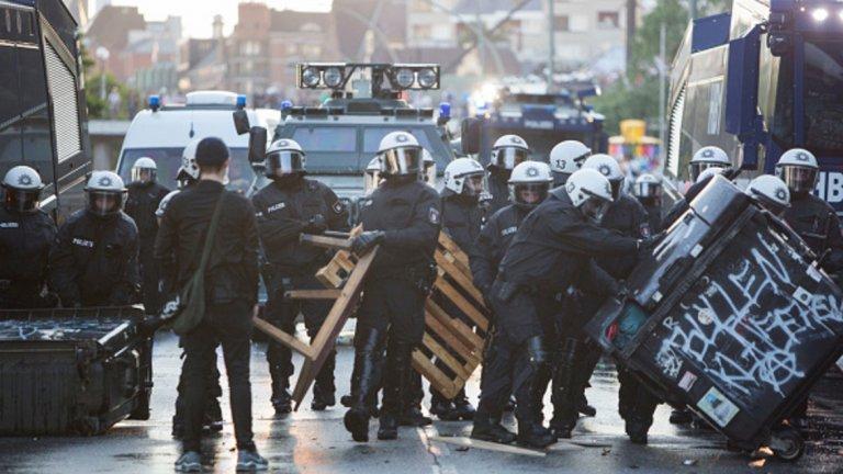 Изградените барикади не успяха да спрат полицията
