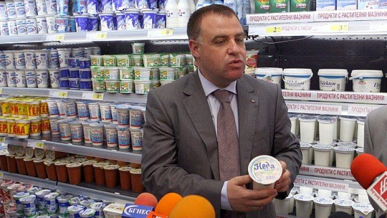 """Инициативата на земеделския министър Мирослав Найденов за БДС на млечните продукти е на път да се провали - само две фирми са готови да правят """"истинско"""" кисело мялако и само една - """"истинско"""" сирене"""
