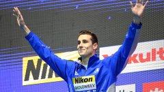 Тези дни гърците са в еуфория от сребърния си медал от шампионата на планетата по плуване, при това в най-атрактивната и престижна дисциплина (50 метра свободен стил). Спечели го състезател на име Кристиян Голомеев. Синът на Цветан Голомеев (дългогодишен национален рекордьор по плуване на България и племенник на големия баскетболист Атанас Голомеев)