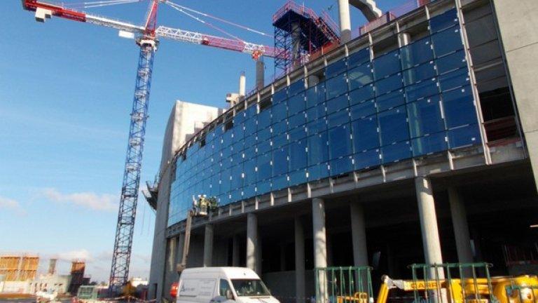 Стадионът трябва да бъде готов до края на 2015-а