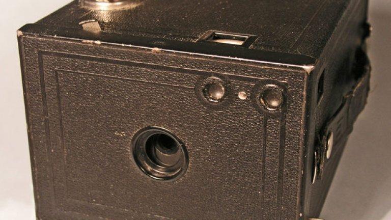 """Това е фотоапарат Brownie за масова употреба.Няма нищо общо с новите  дигитални """"сапунерки"""""""