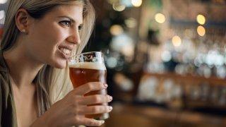 Не, чаша бира не е ОК по време на бременност
