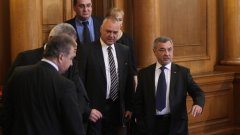 Ако не бъде предоговорен, отказът на Патриотичния фронт да подкрепи програмната декларация на ГЕРБ и РБ може да се окаже сериозна пречка за събирането на парламентарно мнозинство в подкрепа на евентуалния кабинет Борисов 2.