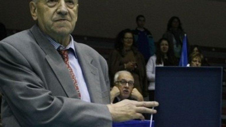 На 9 ноември след дълго боледуване на 70-годишна възраст ни напусна волейболният специалист, треньор и бивш национален селекционер на България Брунко Илиев. Бивш състезател по волейбол на Славия, носител на шампионска титла със славистите през 1974 и 1975 година. Три пъти беше треньор на мъжкия национален отбор на България. През 1994 година, като дебютанти в Световната лига под негово ръководство волейболистите стигнаха до престижното 4-то място.