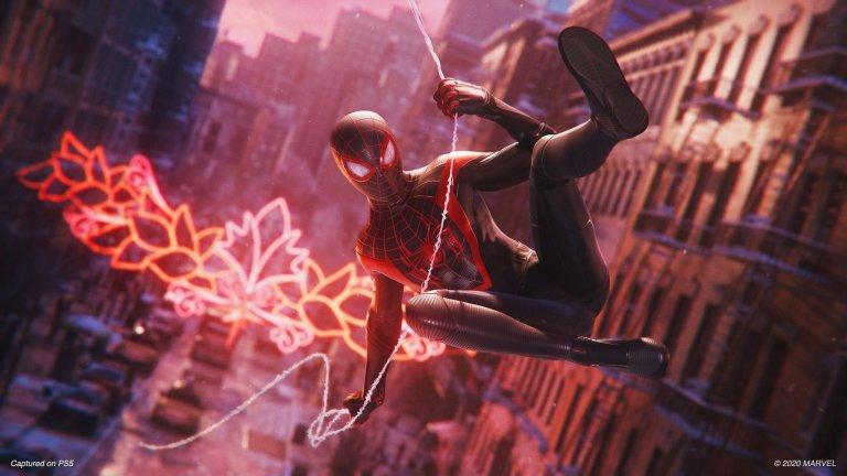 Spider-Мan: Miles Morales  Жанр: Action   Що се отнася до начина, по който изглежда и се играе, Spider-Man:Miles Morales е идентична с предходното заглавие от 2018 г. Добавени са някои нови възможности за героя и няколко нови злодеи, които трябва да бъдат набити.    Съществената разлика идва при промяната на фокуса от познатия на всички Питър Паркър към начинаещия супергерой Майлс Моралес. Продължението разказва история, която е целенасочено по-малка и по-интимна. Гледайки как Майлс постепенно осъзнава своите нови отговорности, докато същевременно с това формира дълбока връзка с родния си квартал Харлем, е почти толкова вълнуващо колкото са представени и неговите приключения в Ню Йорк.