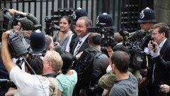 Голям скандал за трудова експоатация засегна най-големия търговец на спортни стоки във Великобритания - компанията Sports Direct, създадена от Майк Ашли. Кървав източноевропейски труд ли седи зад парите на милиардера?
