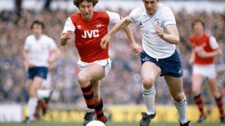 """3. Тотнъм 5:0 Арсенал, април 1983 г. Огромният успех е още по-ценен, защото е постигнат без някои от най-добрите играчи на """"шпорите"""". Глен Ходъл, Освалдо Ардилес и Рикардо Вия са контузени, а това прави унижението за """"артилеристите"""" още по-голямо. Само след 18 мин. игра Тотнъм води 3:0, а до края на двубоя размазва противника."""