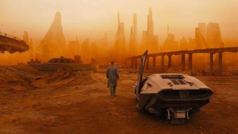 """""""Блейд Рънър 2049"""" (Blade Runner 2049)  Дийкинс през последните години създава някои от най-добрите си творби. Колаборацията му с режисьора Дени Вилньов за трети път доведе до най-безупречната им съвместна творба. Стабилното, бавно темпо на Вилньов позволява изображенията на Дийкинс наистина да се отпечатат в съзнанията на зрителя, а операторът се възползва напълно от впечатляващите научнофантастични декори, като ги осветява по изненадващи, хипнотизиращи начини. И наистина, начинът, по който Дийкинс използва светлината в """"Блейд Рънър 2049"""", e невероятен, и отново е изцяло в услуга на изтормозения вътрешен свят на основните персонажи. Той прегръща идеята, че околната среда във филма е жертва на климатичните промени, като използва определени елементи, за да създаде зашеметяващи пейзажи, които да обграждат героите."""