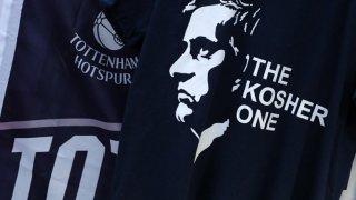 """Кашер е еврейска дума, която се използва за """"подходящ"""", """"правилен"""", """"точен""""... Посланието е ясно - запалянковците на """"шпорите"""" се надяват, че през следващите месеци Моуриньо ще е Правилния/Точния за отбора им."""