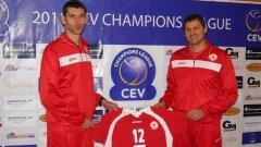 Треньорът на ЦСКА Александър Попов (вляво) е категоричен, че въпреки успехите от преди година, тимът ще трябва да се доказва и в новото издание на Шампионската лига