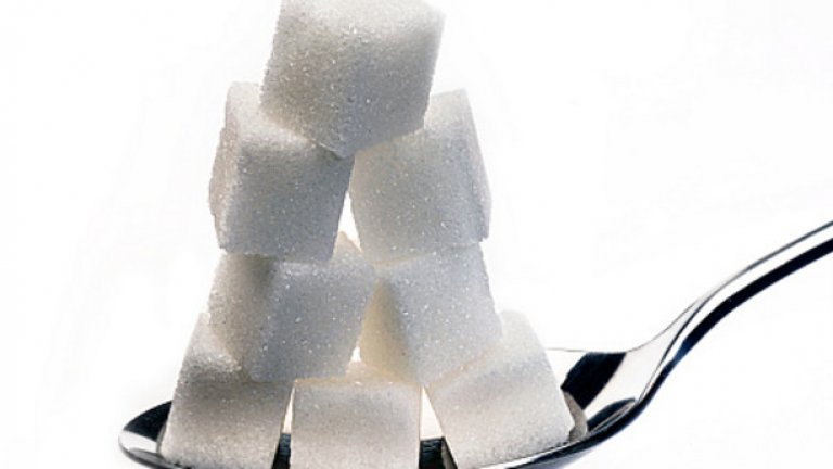 Във връзка със зачестилите катастрофи със смъртни случаи на територията на община Нова Загора, кметът Николай Грозев разпореди главните пътища да бъдат поръсени с 50 кг захар