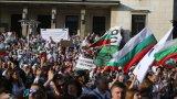 """""""Велико народно въстание"""": Напрежение на площaда и лют спрей срещу протестиращите"""