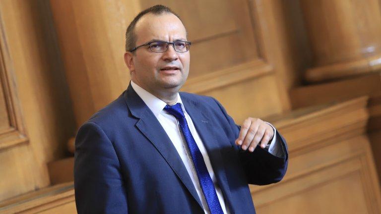 """Според депутата от """"Демократична България"""" естествен партньор за формацията е """"Продължаваме промяната"""""""