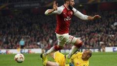 Милан Борян спираше Оливие Жиру и останалите от Арсенал, а Звезда се пребори за точката и дори можеше да спечели