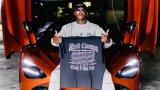 Ланец за 13 хиляди, домашно кино и кола за половин милион: Как харчи парите си един шампион в UFC