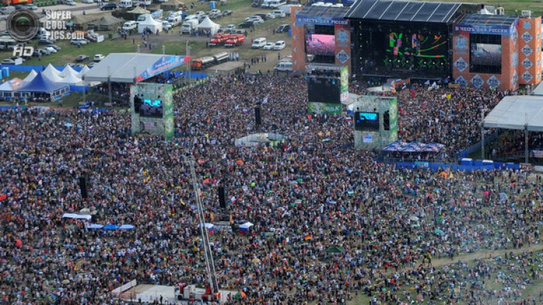 При население на Самара около милион и сто души, над 600 000 на концерт на Rammstein си прави половината град...