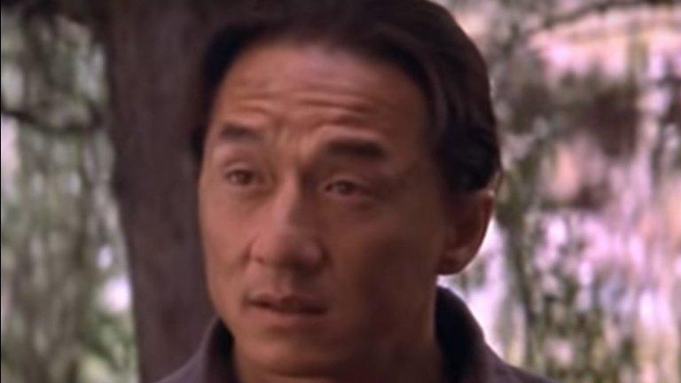 """Екшън комедията ни разказва как бял разбойник (Уилсън), издирван за ограбване на влакове, и китайски имперски гвардеец (Чан) могат да станат приятели. Героят на Чан - Чон Уанг, идва в Америка, за да спаси китайската принцеса (Луси Лиу), отвлечена и пратена да работи на каменоломните. Перипетиите, пред които се озовават героите на Чан и Уилсън, са сериозно забавни. Затова се пригответе за солидна доза смях, вземете пуканки и сядайте пред компютрите (ако въобще сте ставали). Не пропускайте и продължението """"Шанхайски рицари"""" (Shanghai Knights, 2003)."""