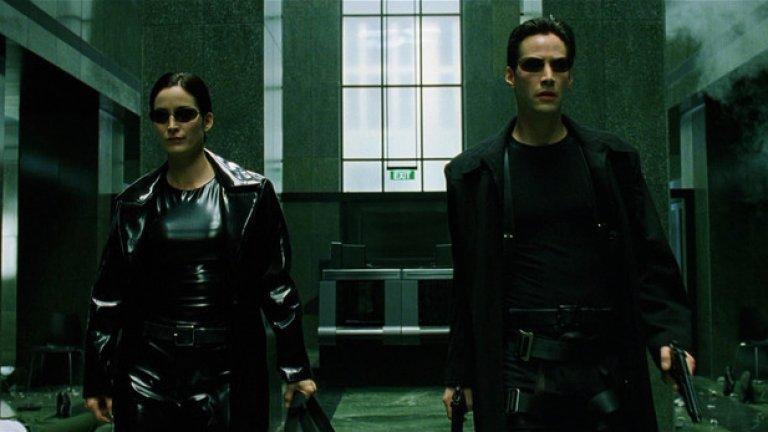 """За момента за """"Матрицата 4"""" е ясно, че Киану Рийвс и Кари Ан-Мос ще се завърнат в ролите на Нео и Тринити, а филмът ще е режисиран от един от създателите на оригиналната трилогия - Лана Уашовски."""